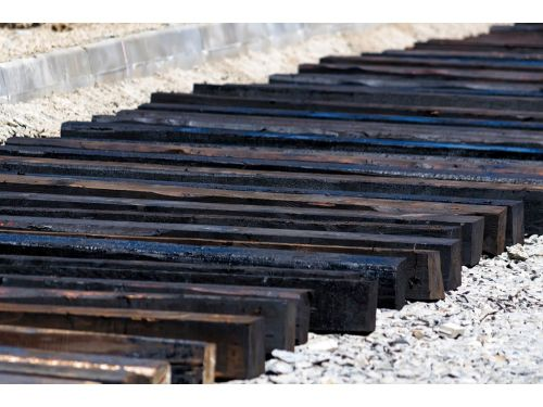 鐵道舊枕木 景觀用 焦油(進口大尺寸枕木 7X9 長240~255cm)#1級枕木